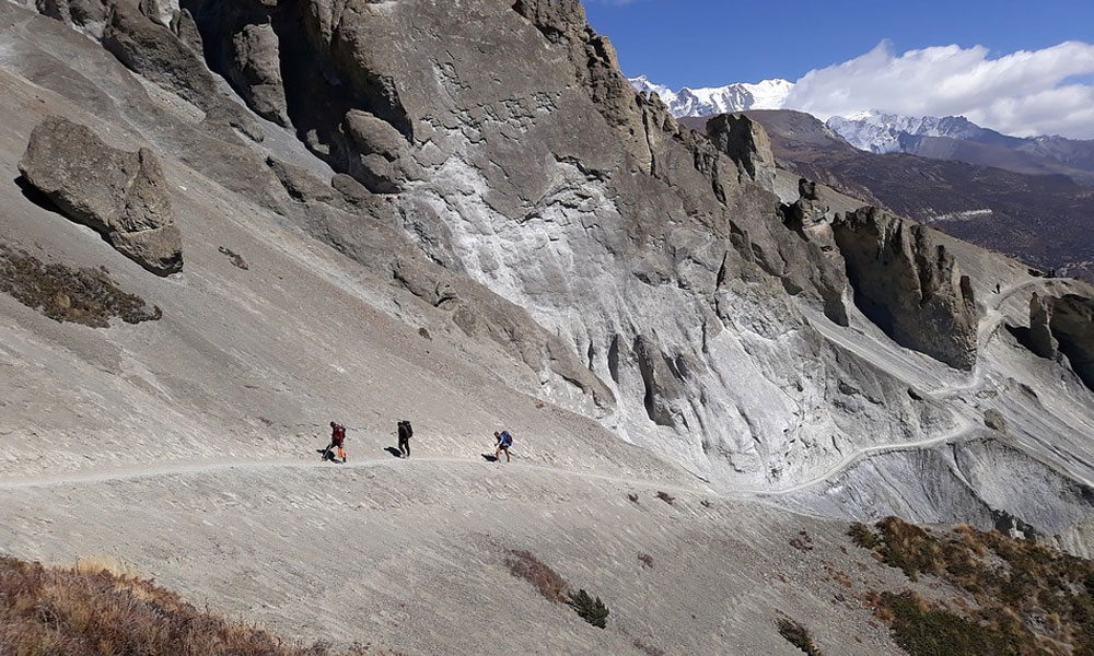 annapurna circuit trek in october difficulty